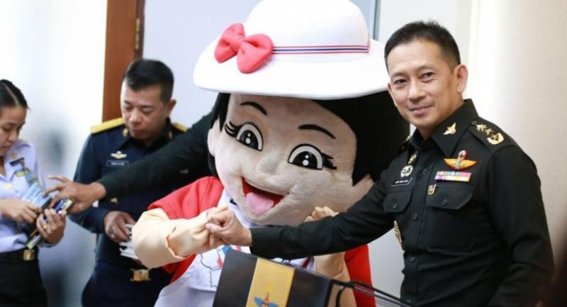 Maj Gen Kongcheep Tantravanich with Nong Kiew Koy upon her introduction at Defence Ministry on Wednesday