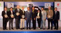 Kiradech Aphibarnrat, 3rd from right, during a photo session at the press conference at Golden Tulip Hotel.