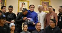 "Rocker Artiwara ""Toon"" Kongmalai visits Government House yesterday to meet Prime Minister General Prayut Chan-o-cha to promote his epic charity run, which aims to raise Bt700 million for medical equipment to be supplied to 11 hospitals in need."