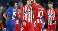 Atletico Madrid's French defender Lucas Hernandez (C) reacts after drawing a UEFA Champions League Group C football match between Chelsea and Atletico Madrid at Stamford Bridge in London on December 5, 2017. / AFP PHOTO