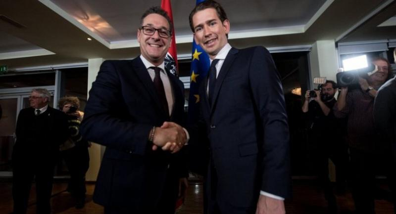 Austrian Foreign Minister and the leader of the Austrian Peoples Party (OeVP) Sebastian Kurz (R) and leader of the right-wing Austrian Freedom Party (FPOe) Heinz-Christian Strache (R) shake hands after a news conference.//EPA-EFE