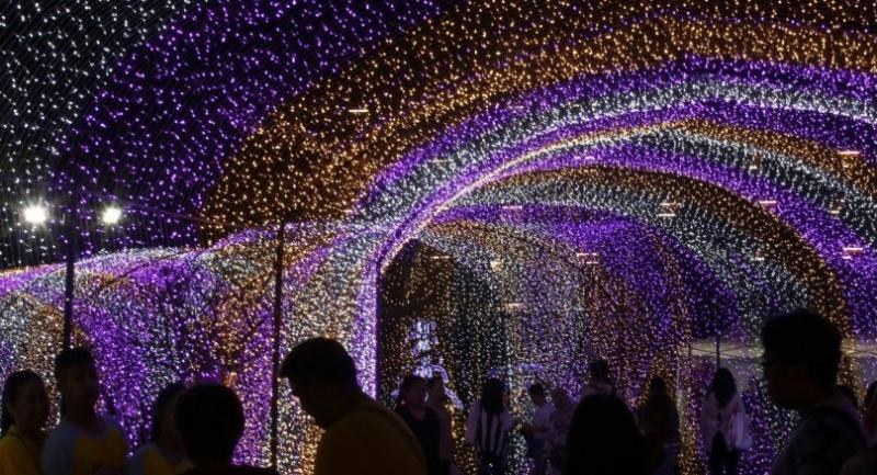 People visit 'Thailand Illumination Festival 2017 to be held until January 6.//EPA-EFE