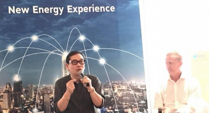 Bundit Sapianchai (left), BCPG's president and David Martin, managing director of the Power Ledger have planned to launch peer-to-peer energy trading in Thailand next year.