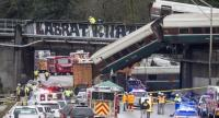 Emegency crews work at the scene of a Amtrak train derailment on December 18, 2017 in DuPont, Washington. // AFP PHOTO