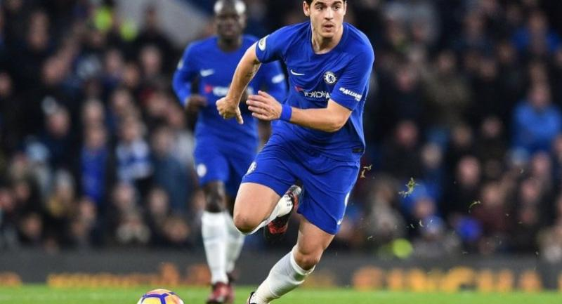 Chelsea's Spanish striker Alvaro Morata runs with the ball during the English Premier League football match between Chelsea and Brighton and Hove Albion at Stamford Bridge in London on December 26, 2017. / AFP PHOTO