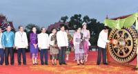 Prime Minister Thongloun Sisoulith hits a ceremonial gong to open Visit Laos Year 2018 on Saturday./ AFP