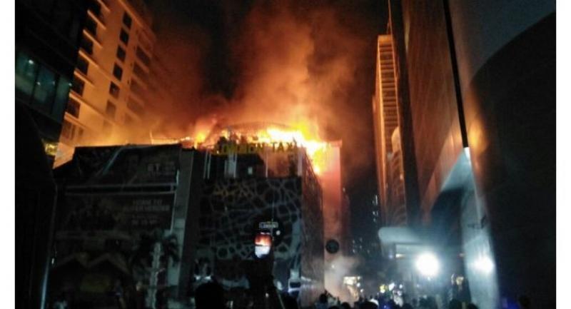 Fire at Kamala Mills Image Courtesy: Mumbai Mirror Twitter account