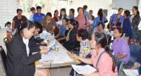 A Justice Ministry official yesterday addresses an anxious crowd of 300 villagers in Kalasin's Tha Khan Tho district.