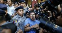 Reuters' journalists Wa Lone (C) and Kyaw Soe Oo (L, top) are escorted by police as they leave the court after their first trial in Yangon, Myanmar on January 10.//EPA-EFE