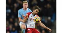 Manchester City's Belgian midfielder Kevin De Bruyne (L) vies with West Bromwich Albion's English striker Jay Rodriguez.