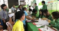 People in Chanthaburi register for a programme to enable debt resolutions as well as for job training under the government's welfare card scheme.