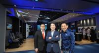 Sung-kwan Kim, centre, president of Thai Samsung Electronics; , Wichai Pornpratang, right, corporate vice president, IT and Mobile Communications, Thai Samsung Electronics; and Dusit Sukhumvithaya, left, co-chief executive officer, Jaymart Mobile