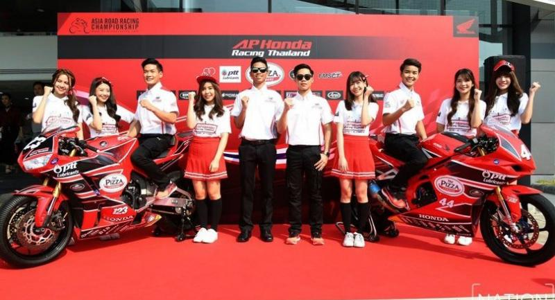 A.P. Honda Team Thailand racers and BNK48 singers. Photo by Khorbphuk Promrekha