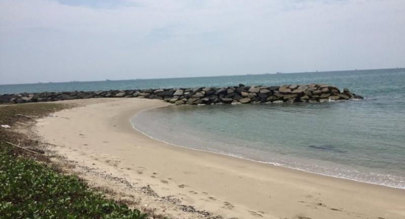 The breakwaters at Rayong's Saeng Chan Beach have transformed once long sandy beach to series of small bays. // Pratch Rujivanarom