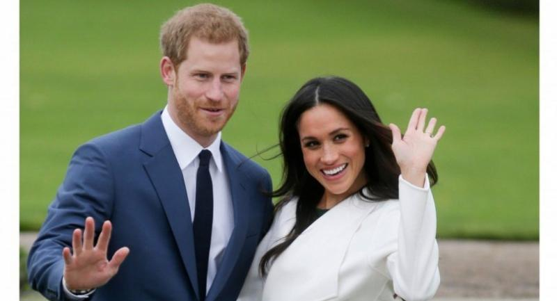 (FILES) Britain's Prince Harry and his fiancee US actress Meghan Markle pose for a photograph in the Sunken Garden at Kensington Palace in west London, following the announcement of their engagement. // AFP PHOTO
