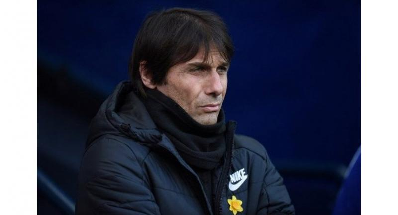 Chelsea's Italian head coach Antonio Conte looks on before the English Premier League football match between Manchester City and Chelsea at the Etihad Stadium in Manchester, north west England on March 4, 2018.  Oli SCARFF / AFP