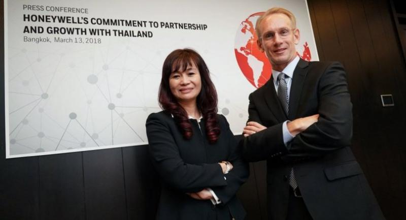 Mai Trang Thanh, president of Honeywell Indochina, left, and Briand Greer, president of Honeywell Asean, sketch out the company's growth ambitions at a press conference yesterday.
