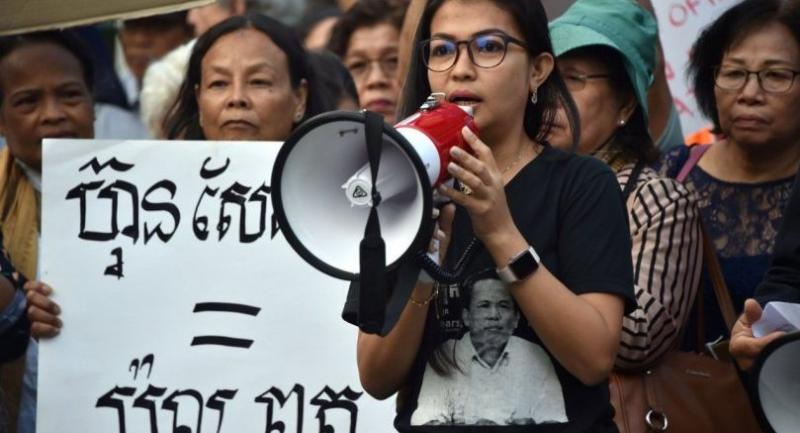 Bou Rachana, the wife of murdered Cambodian political analyst Kem Ley, speaks yesterday to Australian-Cambodians gathering to protest Prime Minister Hun Sen, who met Australian PM Malcolm Turnbull ahead of the Asean summit in Sydney.
