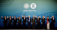 Prime Minister Prayut Chan-o-cha, fifth from left, takes part in a photo session with Australian Prime Minister Malcom Turnbull, sixth from left, and other Asean leaders during the special Asean-Australia Summit in Sydney.