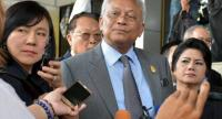 Suthep and PDRC's ex-leaders at the Court today.