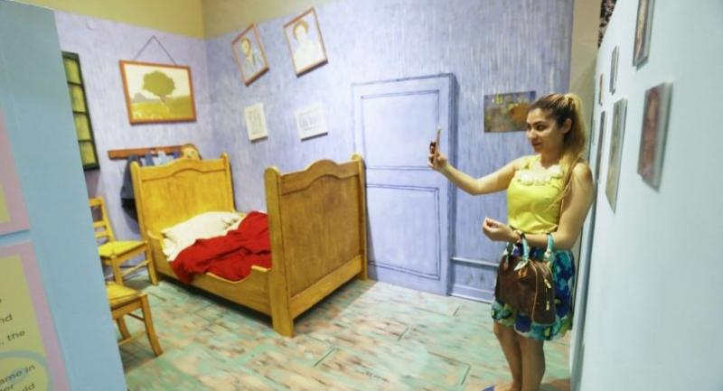 A woman takes a selfie in a Van Gogh-themed installation on opening day at the Museum of Selfies on April 1, 2018 in Glendale, California Photo/AFP