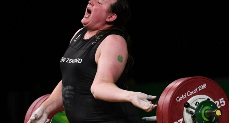 Laurel Hubbard of New Zealand injures herself during for the Women's  90kg Weightlifting Final on day five of the XXI Commonwealth Games on the Gold Coast, Australia, on April 9.//EPA-EFE