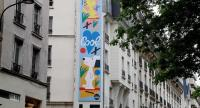 A picture taken on April 14, 2018 shows a mural by US artist Nina Chanel Abney set up front of the Citizen Hotel in Paris as the first of a series of huge street art projects featuring Snoopy and the Peanuts gang was unveiled.  / AFP PHOTO