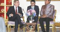 Thomas Bach, left, during a discussion with Prime Minister Prayuth Chan-o-cha