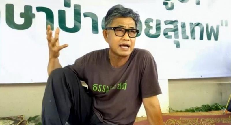 Mae Ping River Conservation Group president Nikom Putta explains his decision to stage a hunger strike in front of the Court of Appeals Region 5 headquarters yesterday.