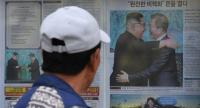 A man walks past a newspaper featuring a front page story about the summit between South Korean President Moon Jae-in and North Korean leader Kim Jong Un, on a sidewalk in Seoul on April 28, 2018./AFP