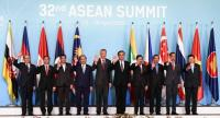 ASEAN leaders pose for a group photograph during the opening of the 32nd ASEAN (Association of Southeast Asian Nations) Summit in Singapore on April 28, 2018. / AFP PHOTO / ROSLAN RAHMAN/AFP