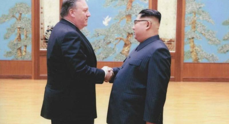 In this photo released by the US Government on April 26, 2018, North Korean leader Kim Jong-Un (R) shakes hands with the former CIA Director, now US Secretary of State, Mike Pompeo in Pyongyang over the 2018 Easter weekend. Photo/AFP