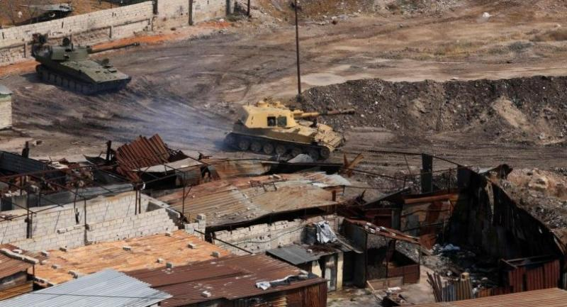 A picture taken on April 28, 2018 shows Syrian army tanks near Yarmuk, a Palestinian refugee camp on the edge of Damascus, during regime shelling targeting Islamic State (IS) group positions in the southern district of the capital. Photo/AFP