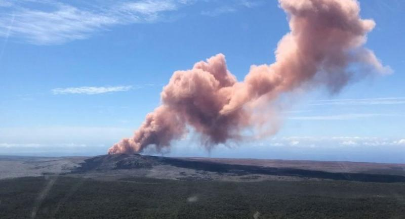 In this photo provided bt the US Geological Survey, an ash plume rises above the Kilauea volcano on Hawaii's Big Island on May 3, 2018./AFP