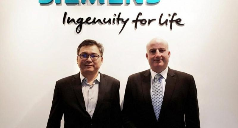 Markus Lorenzini, Siemens chief executive officer for Thailand, right, and Chotipol Changcharoen, senior vice president of power and gas division