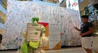 Central Group, United Nations Environment Programme (UNEP), and other private and public associate partners displayed a sculpture that was made of plastic bags at Central World.