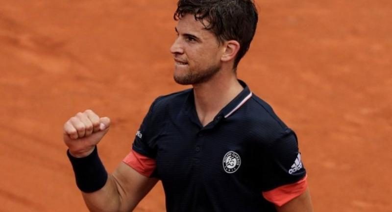 ustria's Dominic Thiem celebrates after victory over Germany's Alexander Zverev at the end of their men's singles quarter-final match on day ten of The Roland Garros 2018 French Open tennis tournament in Paris on June 5, 2018. / AFP PHOTO