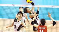Japan's Kanami Tashiro smashes the ball to South Korean Yanh Hyo Jin.