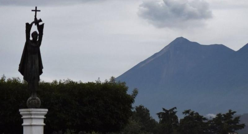 Picture of the Fuego Volcano taken from Antigua, Sacatepequez departament, 45 km southeast of Guatemala City on June 6, 2018./AFP