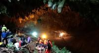 Thai rescue workers and park officials rest outside the Tham Luang Nang Non cave, as the authorities search for 12 football players and their coach who have gone missing and are believed to be trapped in cave at Chiang Rai province.// EPA-EFE