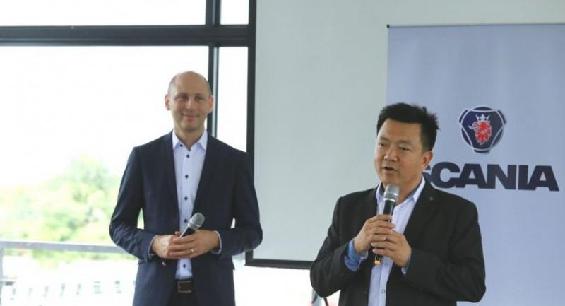 Stefan Dorski, Managing Director of Scania Siam (left) and Phuriwat Rak-intr, Retail Operation Director of Scania Siam
