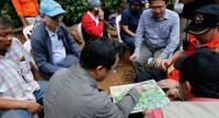Thai associated officials are studying maps of the Tham Luang cave area, during the rescue operation for missing football players and their coach at the Tham Luang cave Chiang Rai province. // EPA-EFE PHOTO