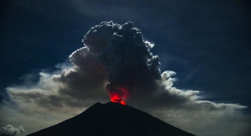 Mount Agung volcano spews hot volcanic ash into the air as seen from Kubu Village in Karangasem, Bali, Indonesia,  June 29.//EPA-EFE