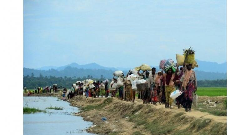 File photo shows Rohingya refugees who were stranded walk near the no man's land area between Bangladesh and Myanmar in the Palongkhali area next to Ukhia.//AFP