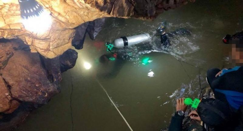 Royal Thai Navy SEALs prepare to dive further yesterday after reaching the third chamber of Tham Luang cave, as all-out efforts to rescue 12 teenage football players and their coach continue.