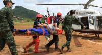 Medical and rescue personnel take part in a drill at the Tham Luang cave in Chiang Rai province yesterday to rehearse rushing the missing football team members to hospital as soon as they are found.