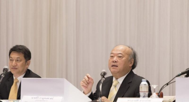 (Right) Keeree Kanjanapas