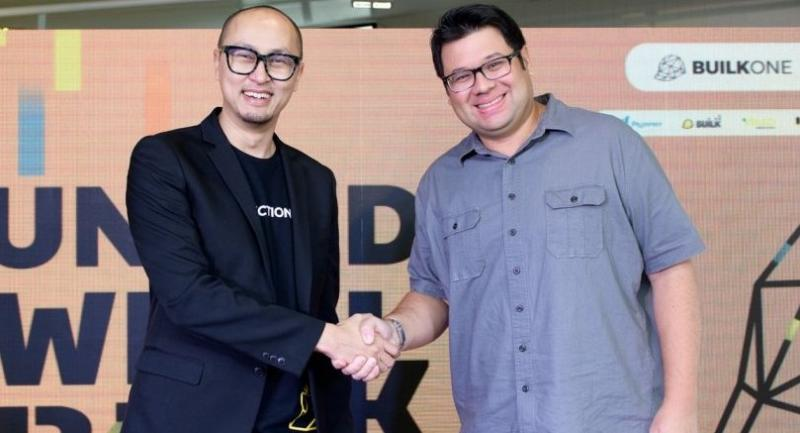Patai Padungtin, left, chief executive officer and co-founder of Builk One Group and Joshua Pas, managing director of AddVentures by SCG, join forces.
