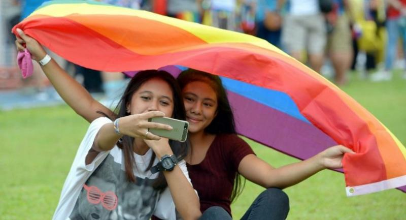 A couple at a pride march in Manila on June 30 calling for same-sex marriage. // AFP PHOTO