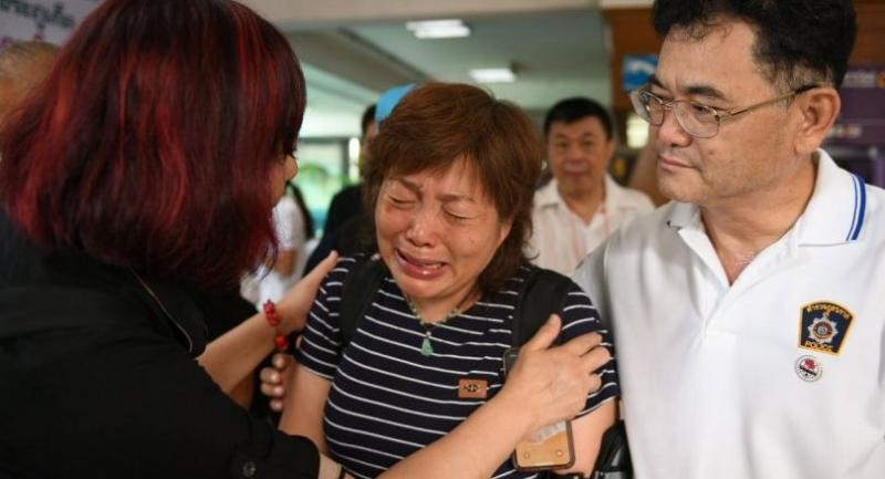 A Chinese relative cries at the Vachira Phuket Hospital in Phuket on July 8, 2018, after a tourist boat carrying 105 passengers, mostly Chinese tourists, capsized in rough seas on July 5. // AFP PHOTO